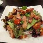53981568 - ベーコンと野菜たっぷりのサラダ