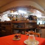 トラットリア ラ・パタータ - 中2階のカウンター厨房