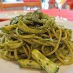 トラットリア ラ・パタータ - バジルと松の実ジェノバペーストのスパゲッティ