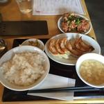 餃子や獅丸 - 焼き餃子定食780円。