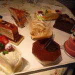 ベルン - 料理写真:☆ケーキは種類が豊富で迷いますね(≧▽≦)/~♡☆