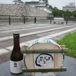 元祖 せきの屋 - 富山城をバックに立山と並んで、パシャリ