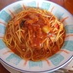 カプリチョーザ - トマトとニンニクのパスタ