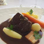 オテル・ド・ヨシノ - 牛肉の赤ワイン煮込みブルゴーニュ風