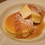 53996809 - チーズスフレパンケーキ