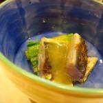 魚と肴 - ◆お通し・・炙り鰆の酢味噌和え。お会計から逆算すると350円~400円程度かと。 鰆は炙ると旨みが増します。酢味噌も意外に合いますヨ。