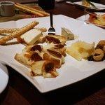 アカバール - チーズの盛合せ