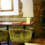 スパゲッ亭チャオ - 広々とした昔ながらの喫茶店の雰囲気