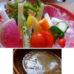 BASSIN - *バーニャカウダソースはアンチョビ・ニンニクがタップリ入り好みのテイスト。 もう少し量が多ければ、尚いいかも。