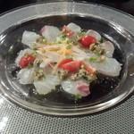 一番ガーデン - 鯛のカルパッチョ(880円)刻んだオリーブの風味と塩味が鯛の味を引き立てます
