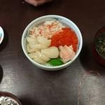 54007637 - 三色丼(イクラ・ホタテ・カニ)  ¥2000