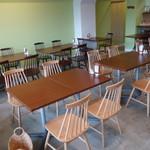 シナモンズ - ☆テーブル席はシンプル系です!(^^)!☆