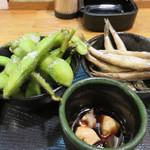 小料理 智香 - 左党のお父さんが好きそうな内容の盛り合わせです。