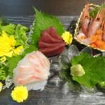 魚蔵 - 旬鮮魚3点盛り/エビ・マグロ・タイ(ふぐコース料理・10品コース)