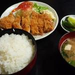 とんかつ 江戸 - ロースかつ定食(1200円)