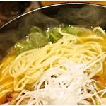 麺処 鳴神 - なかなか香りの強い麺。