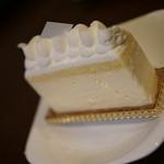 ヒコ ハヤシ - 料理写真:レアチーズ ラベルが裏だった…汗