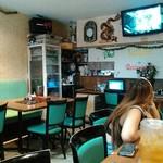 サイゴン - 店内 ジェニファー・ロペスはアバタ―に夢中