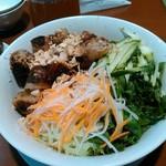サイゴン - 揚げ春巻きビーフン