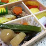 日本ばし大増 - 料理写真:季節限定の彩夏折詰