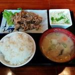 定食屋ジンベイ - 生姜焼きと豚汁定食(680円)