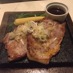 溶岩焼ダイニング bonbori 渋谷宮益坂店 - 豚肩ロース、メガ盛り