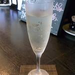 キッチンたきざわ - スパークリングワイン¥500?