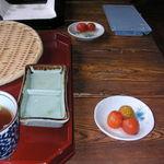 そば処アルプス - サービスのプチトマト