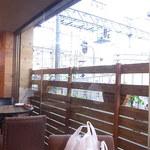 TONDAMACHI CAFE - 窓から駅が見える