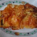 54027003 - ◆高菜明太ブレッド(320円:外税)                       中心に高菜が入り明太子は丈夫に塗られ、その上からチーズをかけて焼いたパン。