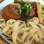 新山食堂 - 平麺が良い感じ♪