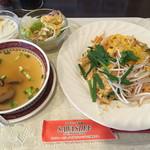 54028438 - パッタイ ランチセット(パッタイ、サラダ、トムヤムクンor野菜スープ、デザート、フリードリンク)1000円