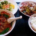 龍盛 - 料理写真:ランチ定食(回鍋肉+ミニ台湾ラーメン+サラダ+ご飯)700円