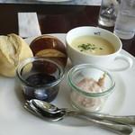 54032549 - モーニングプレート  パンとスープサラダ