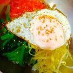 元山食堂 - 目玉焼のせピビンパ