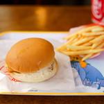 ロッキーバーガー - フィッシュバーガーも揚げたて。