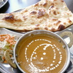 インドネパール料理 ヒマラヤキッチン - 日替わりカレーセット¥750。この日はチキンカレーでした。ナン(又はライス)おかわりOKのせいか、カレースープの量がたっぷり♪甘めのコクがあるお味で、以前の「ナマステ」さんより好みでした。