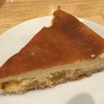 グッド スリープ ベーカー - ドライパイン入りベイクドチーズケーキ