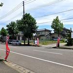 雷電 - 道路の斜向かいにも専用駐車場があります(2016年7月)