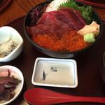 本家鮪屋 - 赤身いくら丼 2,000円