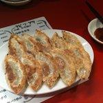 301餃子 - 料理写真:カリカリ焼き餃子(二人前)