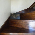 にわとり小屋 - 階段で2階にあがります
