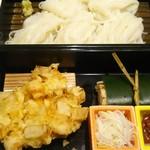 54043067 - そうめん、天ぷら、アナゴ飯