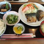 さかね食堂 - 焼きサバ定食(日替り)@650円×1.08=702円