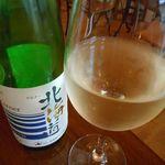 54045237 - 白グラスワイン