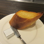 54050618 - セットにはご飯かパンが付いて来ますがビーフシチューだったんで私はパンをチョイスです。
