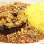 マサラキッチン - 『マサラ納豆』ということで、納豆をスパイス風味でカリカリに炒めたものかなと思いつつ、 表面は炙ってありますが、納豆らしいオネバは軽く残ってます。