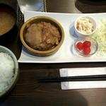 Dining TABI - 自家製ハンバーグ~オニオンソース~(ドリンク付)900円