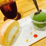 カフェ ボンボン - 300円で、ドリンク、ロールケーキ、ジェラートがついてる〜♡♡ジェラートも10種類からチョイス♪