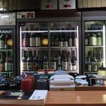 酒酔 醍醐 - カウンター越しの冷蔵庫!